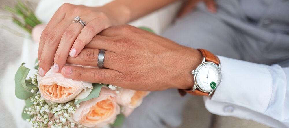 bride groom flowers rings